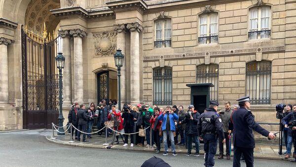 U Elysejského paláce v Paříži zorganizovaly akci dvě aktivistky hnutí Femen - Sputnik Česká republika