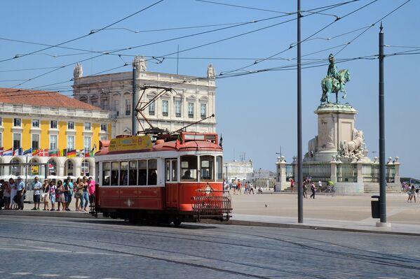 Starodávná tramvaj v Lisabonu, Portugalsko - Sputnik Česká republika