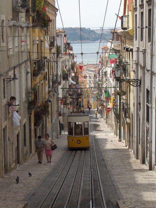 Starodávná tramvaj № E28 v Lisabonu, Portugalsko - Sputnik Česká republika