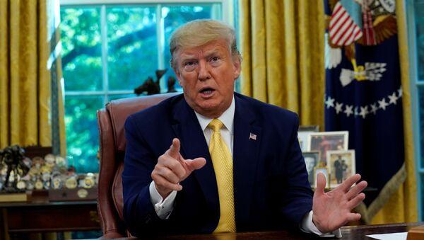 Americký prezident Donald Trump v Oválné pracovně Bílého domu - Sputnik Česká republika