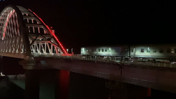 První osobní vlak dorazil na Krym. Za 43 a půl hodiny přejel přes 118 řek - Sputnik Česká republika