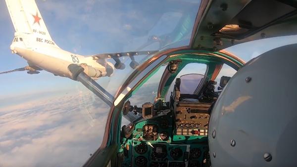 Působivé tankování ve vzduchu ruských stíhaček MiG-31BM a Su-34. Záběry přímo z letecké kabiny - Sputnik Česká republika