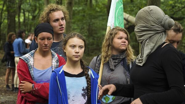 Klimatická aktivistka Greta Thunbergová s ekologickými protestujícími - Sputnik Česká republika