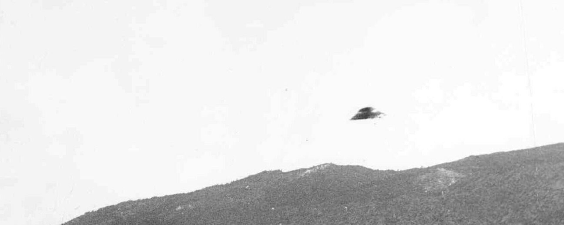 """Fotografie, na které je údajně zachycen létající talíř, z roku 1951 byla pořízena v Kalifornii. Vyšetřování """"Modrá kniha"""" došlo k závěru, že většina podobných snímků jsou zfalšovaná. - Sputnik Česká republika, 1920, 26.06.2021"""