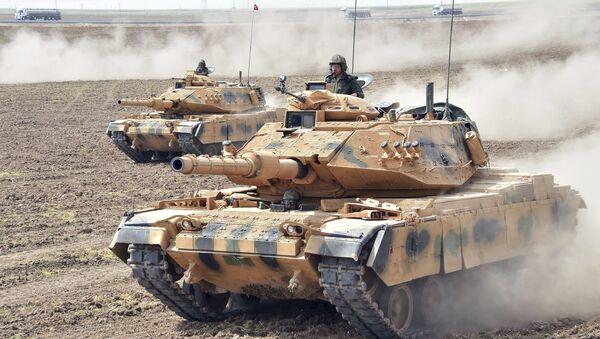 Turecké tanky na cvičeních Turecka a Iráku na irácko-turecké hranici. Ilustrační foto - Sputnik Česká republika