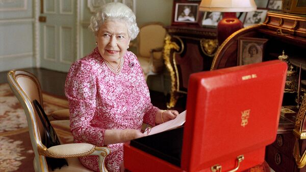 Královna Velké Británie Alžběta II v přijímacím pokoji v Buckinghamském paláci v Londýně. - Sputnik Česká republika