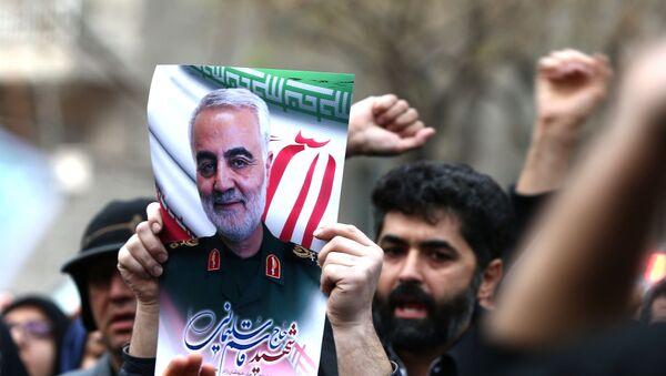 Protest proti zavraždění velitele speciálních íránských jednotek Quds Kásima Sulejmáního a zástupce velitele milice Abu Mahdi al-Muhandise 3. ledna 2020 - Sputnik Česká republika