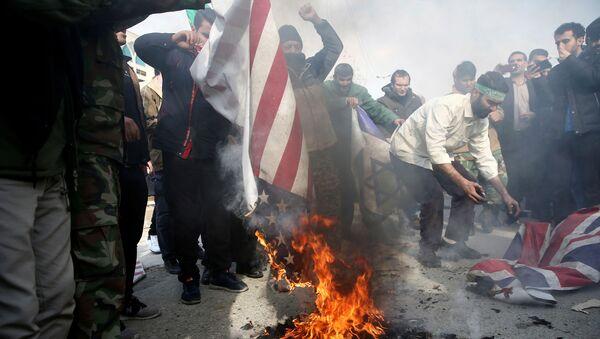 Иранцы сжигают флаг США, Израиля и Великобритании - Sputnik Česká republika