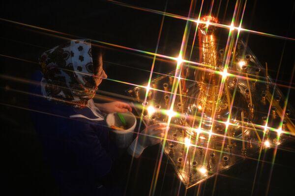 Věřící během vánoční bohoslužby v katedrále v Jekatěrinburgu - Sputnik Česká republika