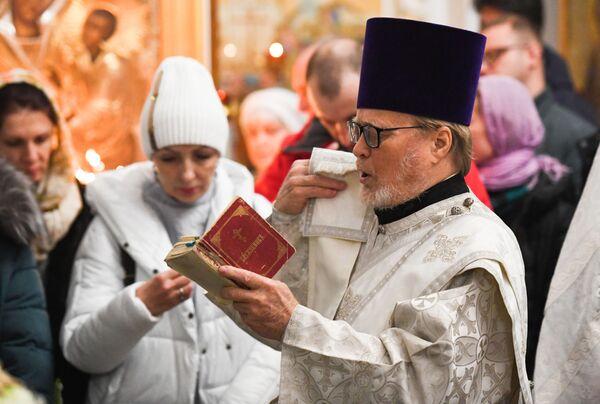 Vánoční bohoslužba v chrámu Panny Marie ve Vladivostoku - Sputnik Česká republika