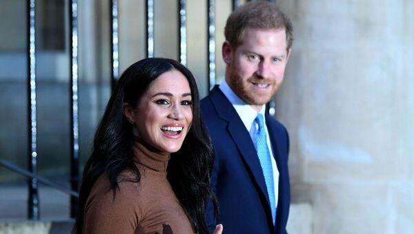 Princ Harry s manželkou Meghan Markleovou po návštěvě kanadského domu v Londýně - Sputnik Česká republika