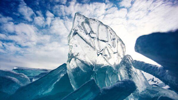 Led na jezeře Bajkal - Sputnik Česká republika