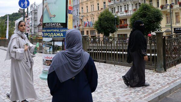Muslimské ženy na Mlýnské kolonádě v Karlových Varech - Sputnik Česká republika