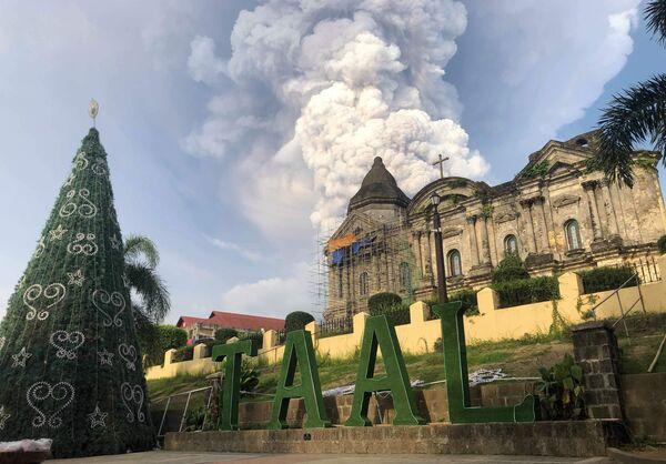 Hrom, blesky a důsledky erupce sopky Taal na Filipínách - Sputnik Česká republika