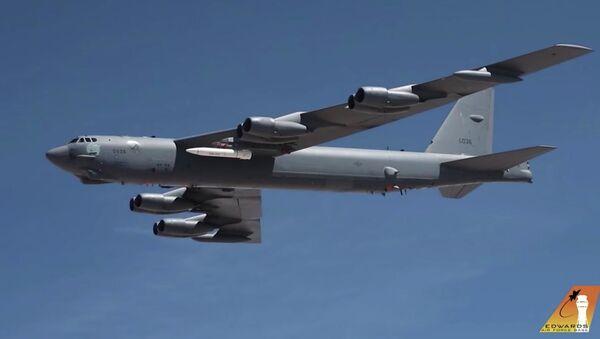 B-52 Stratofortress se střelou AGM-183A - Sputnik Česká republika