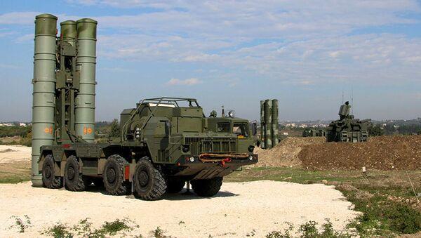 Protiletadlový raketový systém dlouhého dosahu S-300 na letecké základně Hmímím v Sýrii - Sputnik Česká republika