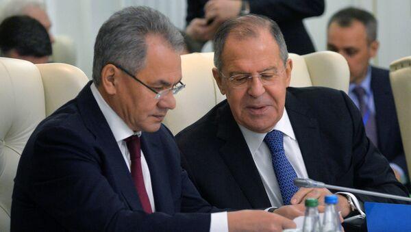 Ruský ministr zahraničí Sergej Lavrov a ruský ministr obrany Sergej Šojgu - Sputnik Česká republika