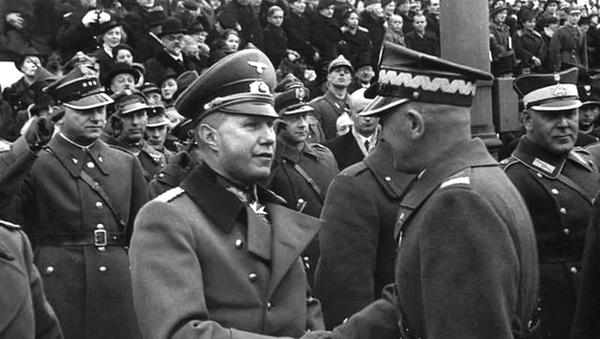 Tisk rukou polského maršála Edwarda Rydz-Śmigły a německého atašé plukovníka Bogislava von Studnitze na přehlídce na Den nezávislosti ve Varšavě dne 11. listopadu 1938 - Sputnik Česká republika