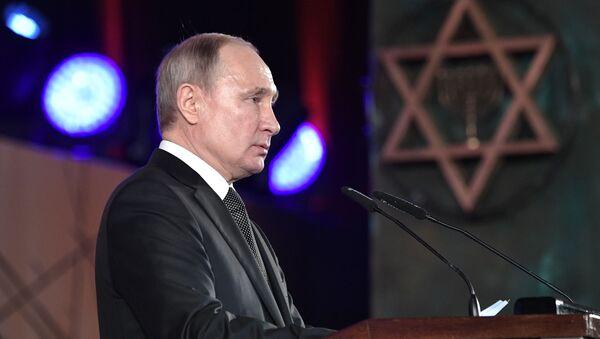 Prezident Vladimir Putin vystupuje na ceremonii odhalení pomníku obyvatelům a obráncům Leningradu Svíce paměti v Jeruzalémě. - Sputnik Česká republika