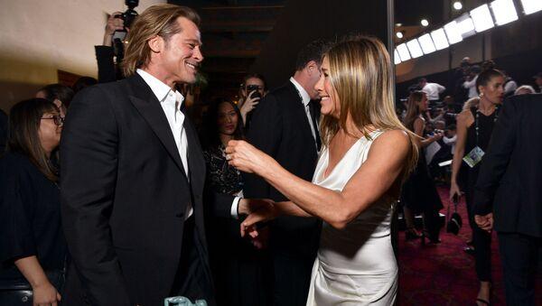 Herec Brad Pitt a herečka Jennifer Anistonová na slavnostním předávání cen amerického Sdružení filmových a televizních herců (SAG) - Sputnik Česká republika