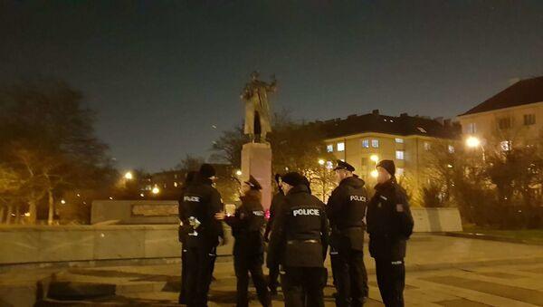 Pomník Koněva. Policie - Sputnik Česká republika