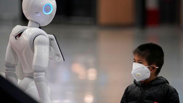 Chlapec v ochranné masce, Čína - Sputnik Česká republika