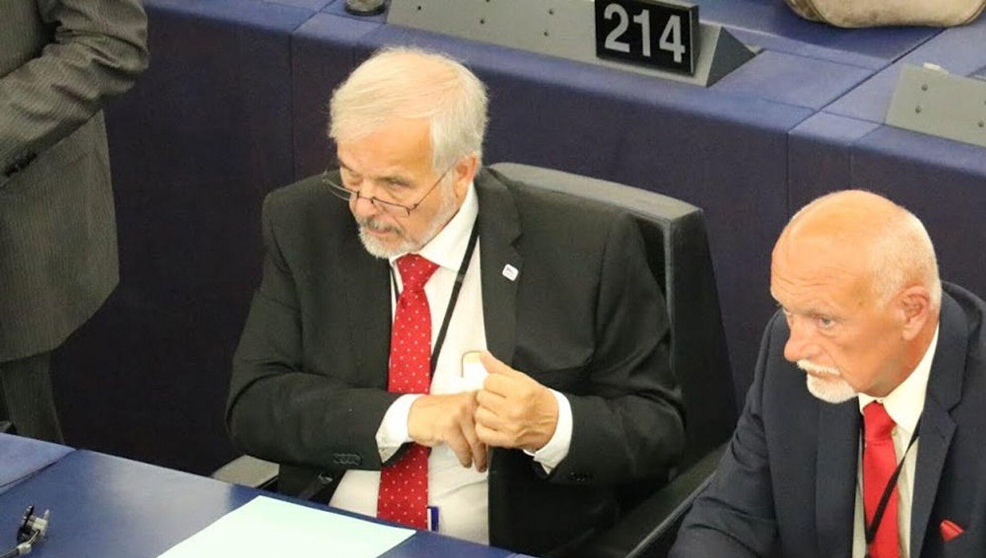 Europoslanci Ivan David a Hynek Blaško (ze strany SPD) na zasedání v Bruselu - Sputnik Česká republika, 1920, 30.03.2021