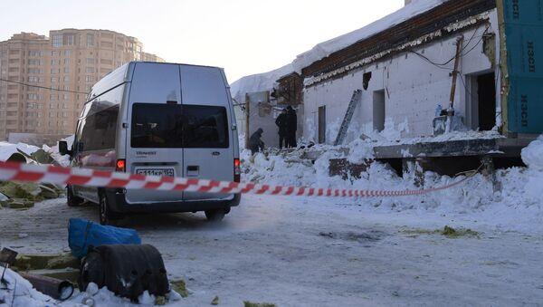 V Novosibirsku se u přístavby kavárny zřítila střecha - Sputnik Česká republika