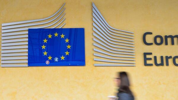 Логотип Евросоюза на здании штаб-квартиры Европейского парламента в Брюсселе - Sputnik Česká republika