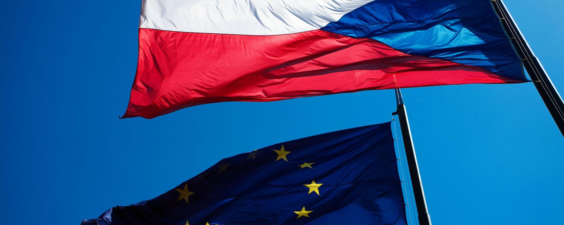 Vlajky EU a České republiky - Sputnik Česká republika, 1920, 20.07.2020