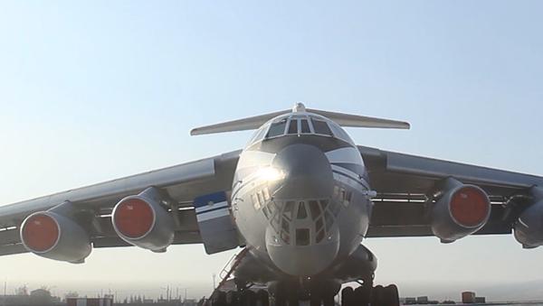 První letoun Vzdušně-kosmických sil Ruska Il-76 letí pro Rusy do koronavirem uzavřeného Wu-chanu - Sputnik Česká republika