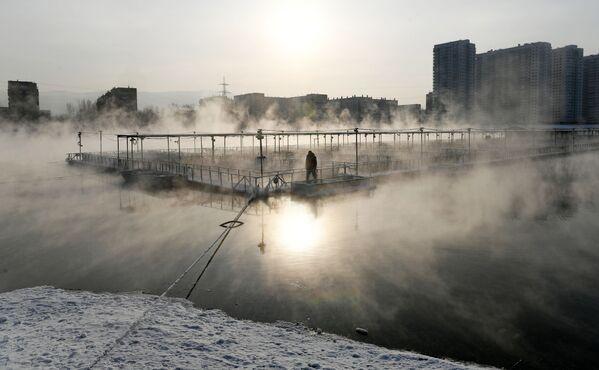 Rybí farma a ostrov Otdycha, který se nachází na Jeniseji v Krasnojarsku - Sputnik Česká republika
