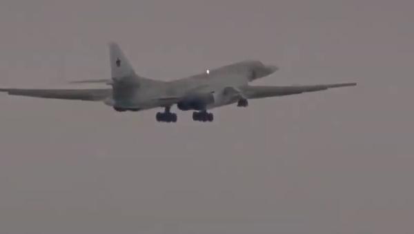 Modernizovaný strategický bombardér Tu-160 uskutečnil svůj první let - Sputnik Česká republika