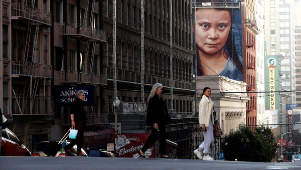 Portrét švédské klimatické aktivistky Grety Thunbergové na strniště v San Franciscu v Kalifornii - Sputnik Česká republika