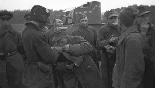 Přátelská beseda ruských a polských vojáků - Sputnik Česká republika
