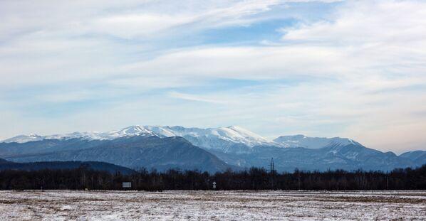 Zasněžené hory v Apšeronské oblasti Krasnodarského kraje, Rusko. - Sputnik Česká republika