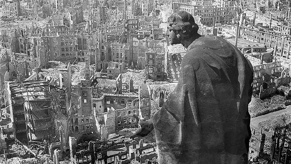 Pohled z radnice na zničené město - Sputnik Česká republika