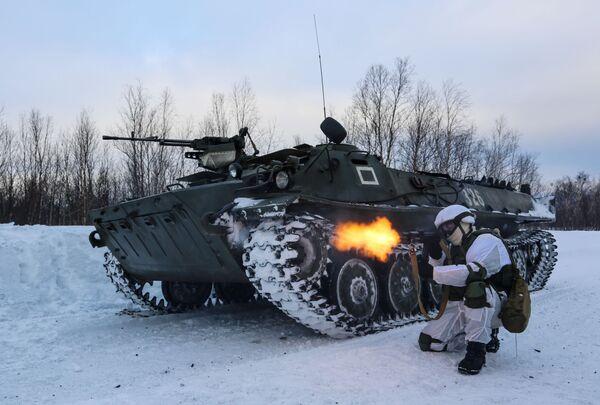 Manévry mechanizované pečengské brigády ruského Severního loďstva. - Sputnik Česká republika