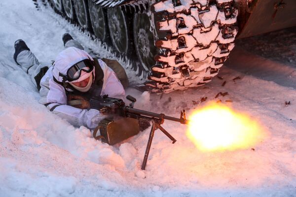 Voják mechanizované pečengské brigády ruského Severního loďstva během taktického cvičení. - Sputnik Česká republika