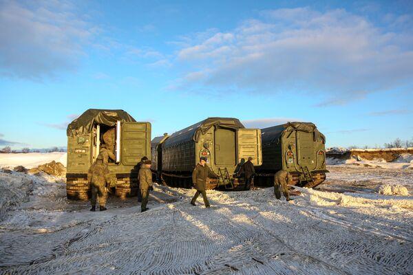Arktické polní kuchyně KA-250/30PM Severního loďstva byly postaveny na bázi pásového obojživelného vozidla DT-30MP. - Sputnik Česká republika
