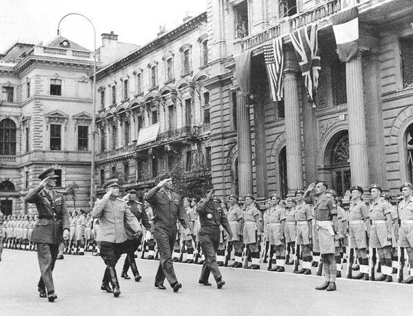 Maršál Sovětského svazu Ivan Koněv na přehlídce spojeneckých sil ve Vídni (1945) - Sputnik Česká republika