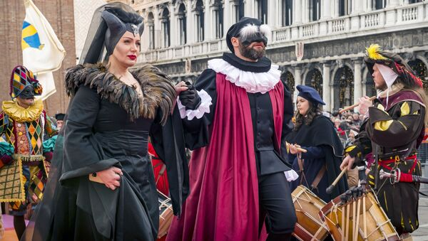 Účastníci Benátského karnevalu 2020 - Sputnik Česká republika
