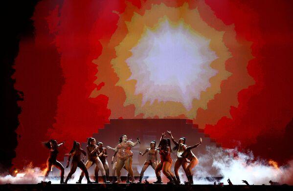 Vystoupení zpěvačky Lizzo na Brit Awards 2020 - Sputnik Česká republika