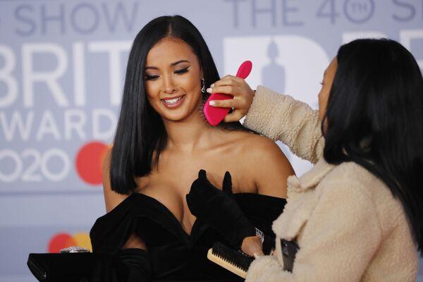 Britská televizní moderátorka Maya Jama na červeném koberci Brit Awards 2020 v Londýně. - Sputnik Česká republika