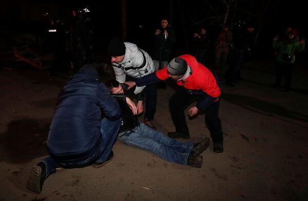 Při potyčkách s policií došlo i ke zraněním. - Sputnik Česká republika