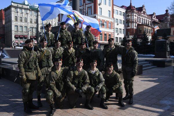 Výsadkáři slaví Den obránce vlasti ve Vladivostoku. - Sputnik Česká republika