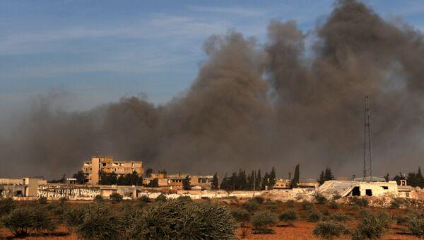 Kouř po tureckém ostřelování území mezi Idlibem a Qaminasem - Sputnik Česká republika