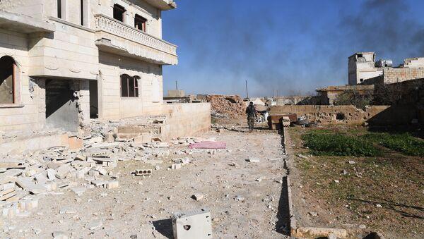 Voják syrské armády ve vesnici Al-Deir al-Sharqiy osvobozené od teroristů v Sýrii - Sputnik Česká republika