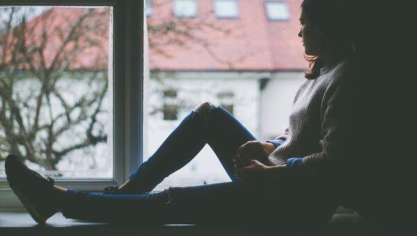 Dívka u okna - Sputnik Česká republika