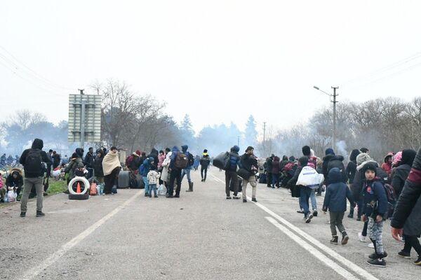 Situace na turecko-řeckém hraničním přechodu Pazarkule. - Sputnik Česká republika